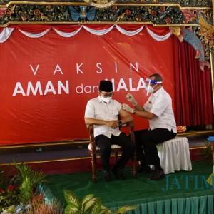 Vaksinasi Covid-19 di Bangkalan, Bupati Jadi Orang Pertama Divaksinasi