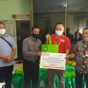 Alfamart Salurkan Donasi Sembako Bagi Warga Tulungagung yang Terdampak Covid-19