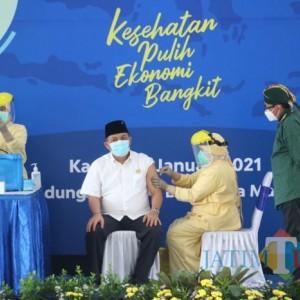 Vaksinasi Dimulai, Ketua DPRD Jadi yang Pertama Divaksin di Kota Malang