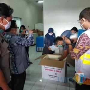 Tetap Dikawal Ketat, Vaksin Covid-19 Tahap 2 Tiba di Kota Batu