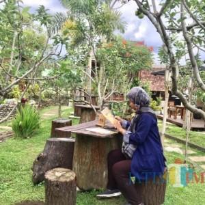 D'Goendoe Ajak Wisatawan Ngopi di Tengah Kebun Apel, Hati-Hati Bikin Betah