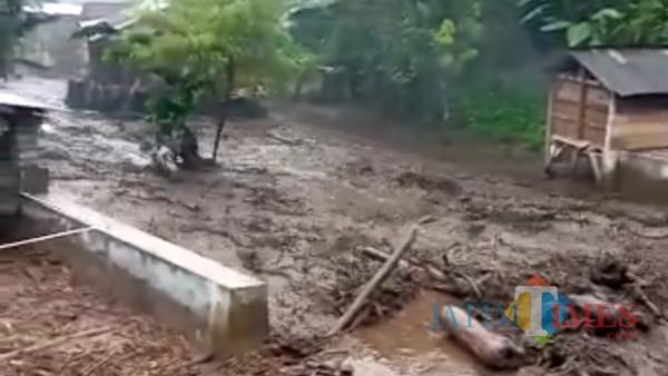 Banjir terjang Kecamatan Ijen (Foto: Screnshot video)