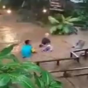 Detik-Detik Wisata Sumber Biru Jombang Tersapu Banjir