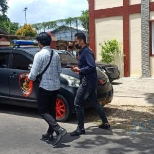 Polisi Jemput Paksa Oknum Kabid Disparbudpora Sumenep