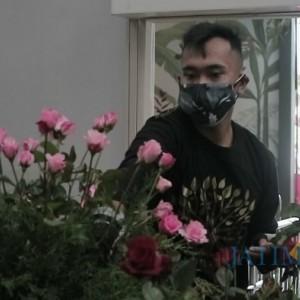 Siapa Sangka, Keindahan Dekorasi Bunga di Baloga Ternyata Karya Seniman yang Buta Warna