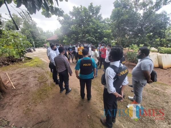 Proses penangkapan tersangka oleh tim gabungan Sat Reskrim Polres Bangkalan (Foto: Redaksi BangkalanTIMES)