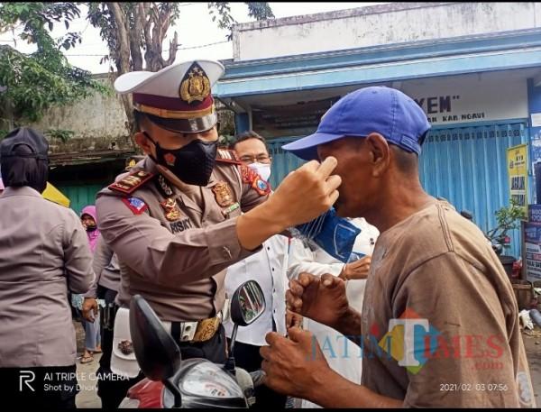 Polres Ngawi menertibkan pelaksanaan protokol kesehatan di sejumlah pasar
