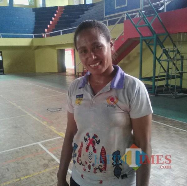 AIPDA Aliga Rumkabu, Salah Seorang Anggota Tim Pelatih Bola Volley Putri Papua Nurhadi Banyuwangi Jatim Times