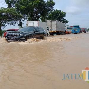 Banjir Makin Meluas, Ada Rekayasa Lalu Lintas Kawasan Jalan Nasional Surabaya-Madiun di Jombang
