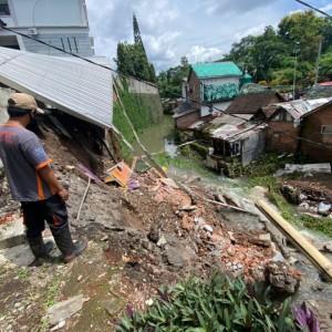 Tanahnya Longsor, Bangunan Sekolah Yayasan Ekklesia Sukun Ambrol