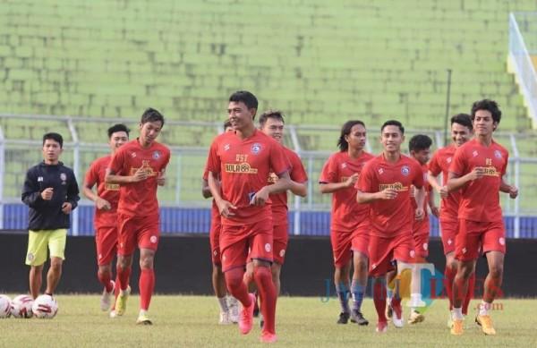 Pemain Arema FC sedang melakukan latihan (Foto istimewa Arema Officia)