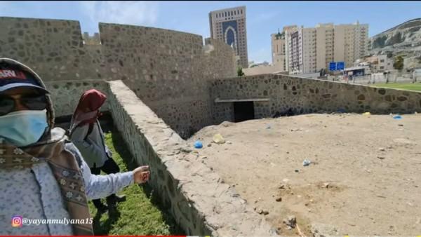 Kulah Yaman, tempat yang diyakini sebagai tempat pesugihan di Makkah dan dilarang dikunjungi. (Foto: Screenshoot Youtube Alman Mulyana).
