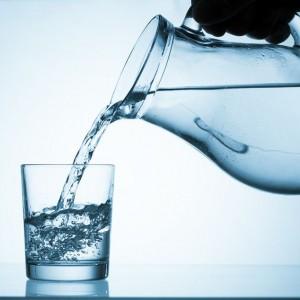 Benarkah Minum Air Putih Bisa Atasi Kekentalan Darah Pasien Covid-19?