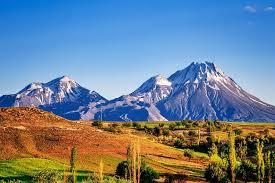 Gunung (Foto:  Britannica)