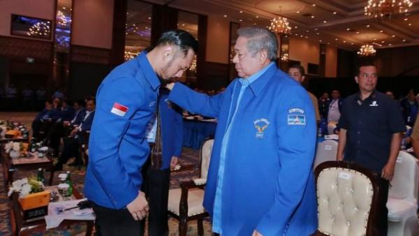 Agus Harimurti Yudhoyono (kiri) dan Susilo Bambang Yudhoyono (Foto: Liputan6.com)