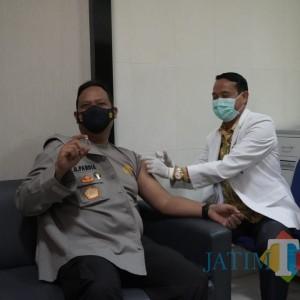 Ikuti Vaksinasi Dosis Kedua, Kapolres Bojonegoro: Masyarakat Jangan Takut