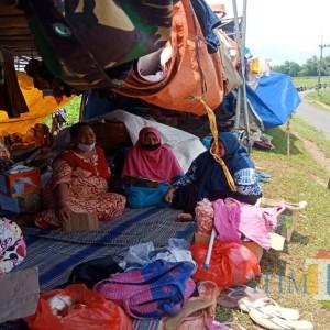 Derita Pengungsi Banjir Jombang, Warga Minta Tanggul Dibenahi Agar Bisa Pulang