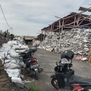 Tak Berizin dan Langgar Zonasi, Pemkab Jombang Tutup Paksa Industri Limbah B3