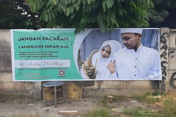 Spanduk berisi iklan Wedding Organizer Aisha Weddings (Foto: Istimewa)