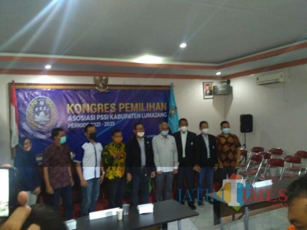 Jajaran pengurus baru Askab PSSI Lumajang (Foto: Bramastyo Dhieka Anugerah / JatimTimes)