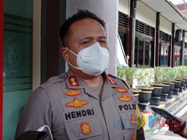 Kapolres Malang, AKBP Hendri Umar (Hendra Saputra)