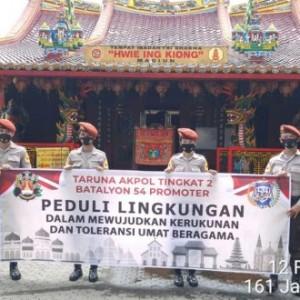 Imlek, Taruna Akpol Tingkat II Batalyon 54 Promoter Gelar Aksi Sosial di Klenteng Hwie Ing Kiong