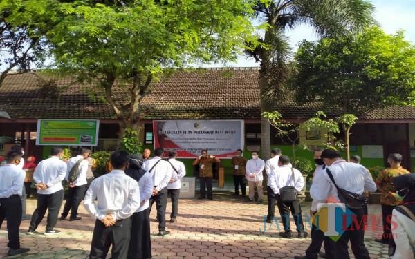 Persiapan sesaat sebelum ujian perangkat di desa Wates Kecamatan Sumbergempol pada Rabu 09/02/2021 lalu / Foto : Istimewa / Tulungagung TIMES