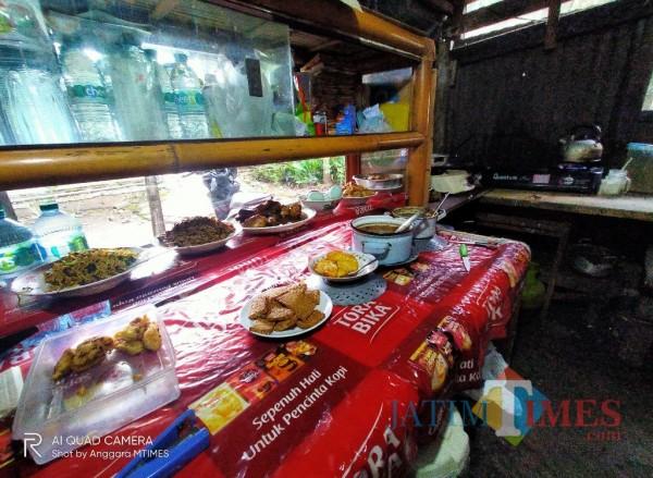 Bedak jualan salah satu warung di kawasan Jalan Jakarta (Anggara Sudiongko/ MalangTIMES)