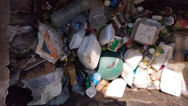 Nampak tumpukan sampah yang ditemukan disaluran drainase dikawasan Kelurahan Penanggungan (Ist)