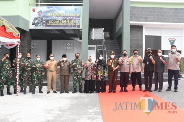 Peresmian gedung Letkol Arh Dian Musriyanto oleh Danrem 081/DSJ