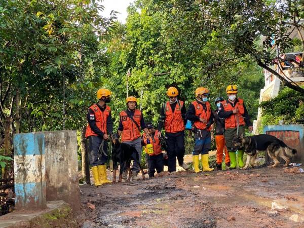 Anggota DPRD Kota Malang Fraksi Golkar, Nasdem, PSI, Gagah Soeryo Pamoekti memimpin tim SAR ke Nganjuk, Rabu (17/2/2021) (foto: istimewa).