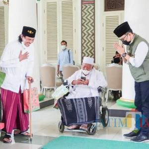 Doa Restu KH. Taufiqurrahman untuk Bupati Pamekasan Jadi Gubernur Pertama Provinsi Madura