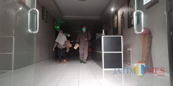 Keluarga korban didampingi pengacara. (Foto: Bramastyo Dhieka Anugerah / Jatim Times)