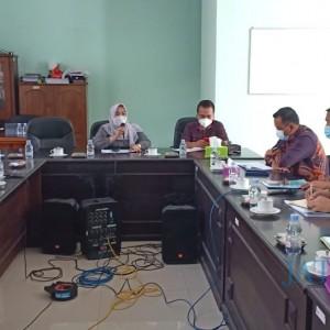 Bantuan Seragam Gratis Disdikbud Jombang Jadi Pembahasan di DPRD