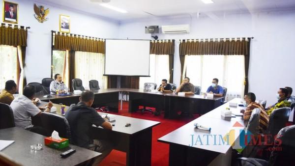 Suasana rapat pimpinan DPRD Trenggalek dengan tim asistensi dari Pemkab Trenggalek