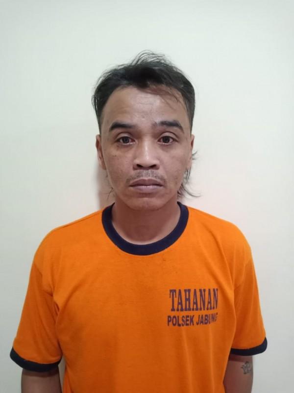 Tersangka Choiri saat tertangkap Polsek Jabung (foto: istimewa)