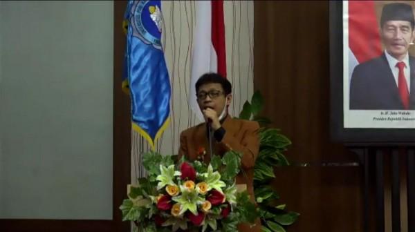 Dekan FBS, Dr Mujiono MPd saat memberikan sambutan dalam yudisium (Ist)