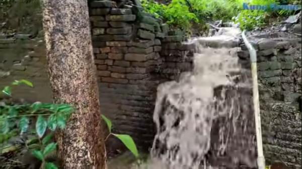 Penemuan Tembok Besar dan Panjang di Atas Gunung Kutogirang (Foto: YouTube Kuno Brono)