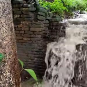 Viral, Penemuan Tembok Besar dan Panjang di Atas Gunung Kutogirang Mojokerto