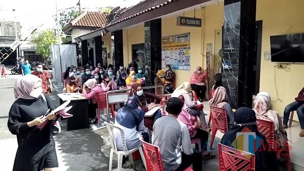 Tumpukan antrean pemohon SKCK di Mapolres Tulungagung (Joko Pramono for Jatim Times)