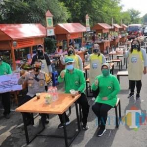 Sembari Gowes, Wali Kota Madiun Resmikan Lapak UMKM dan Green House