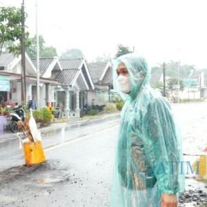 Akibat Dilalui Truk Muatan Pasir, Jalan Nasional di Pasirian Sampai Candipuro Rusak
