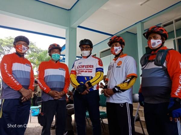 Jajaran pengurus DPTD PKS Kota Malang bersama Wakil Walikota Malang Sofyan Edi Jarwoko (tengah). (Foto: Dok. DPTD PKS Kota Malang)