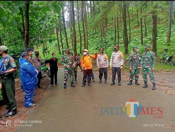 Kapolres Ngawi AKBP I Wayan Winaya Bersama Forkompimda Cek Lokasi Lokasi Tanah Longsor