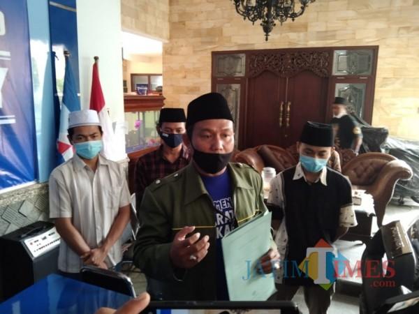 Ketua DPC Barisan Kader Gus Dur Kota Malang Dersi Hariono saat ditemui awak media di Kantor DPC Partai Demokrat Kota Malang, Sabtu (20/2/2021). (Foto: Istimewa)