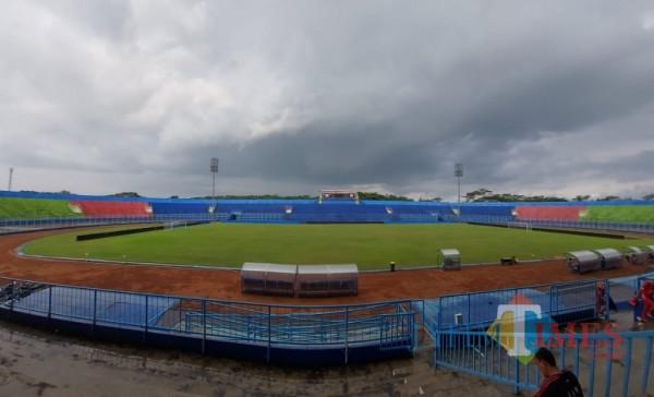Kondisi Stadion Kanjuruhan Malang saat dalam kondisi kosong selama pandemi Covid-19. (Foto: Tubagus Achmad/MalangTIMES)