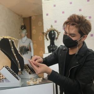Berlapis Emas, Begini Penampakan Chain Mask Mewah ala Desainer Malang