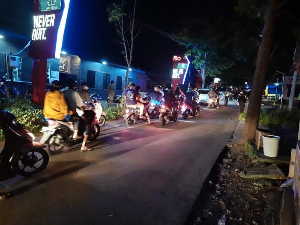 Kafe di wilayah Kecamatan Dau yang terpantau telah tutup menjelang pukul 21.00 WIB (Humas Polres Malang for MalangTIMES)