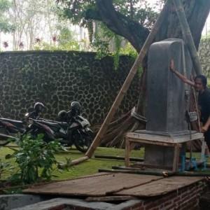 Replika Prasasti Sangguran Tertancap di Dusun Ngadat Kota Batu