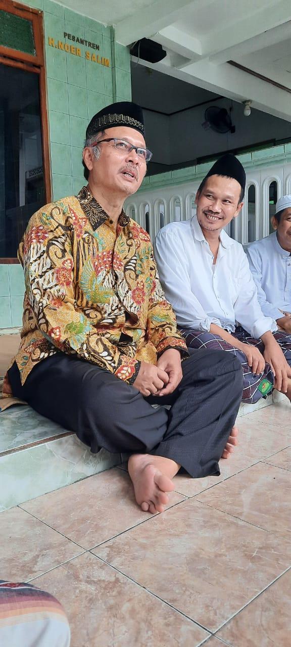 Rektor UIN Malang Prof Abdul Haris dan Gus Baha saat bertemu beberapa saat lalu. (Foto: Istimewa)
